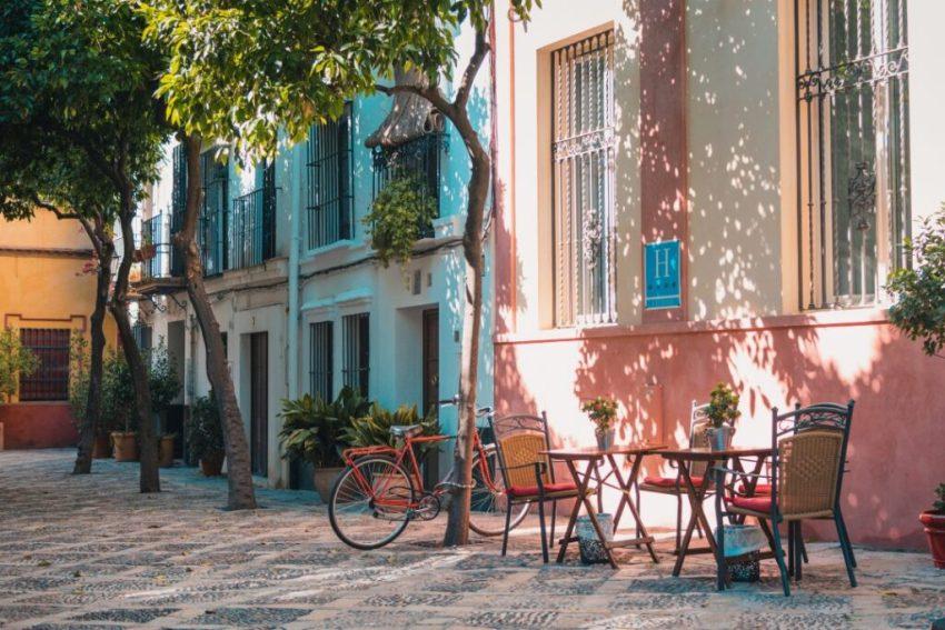 best-hostels-in-spain-sevilla-santa-cruz