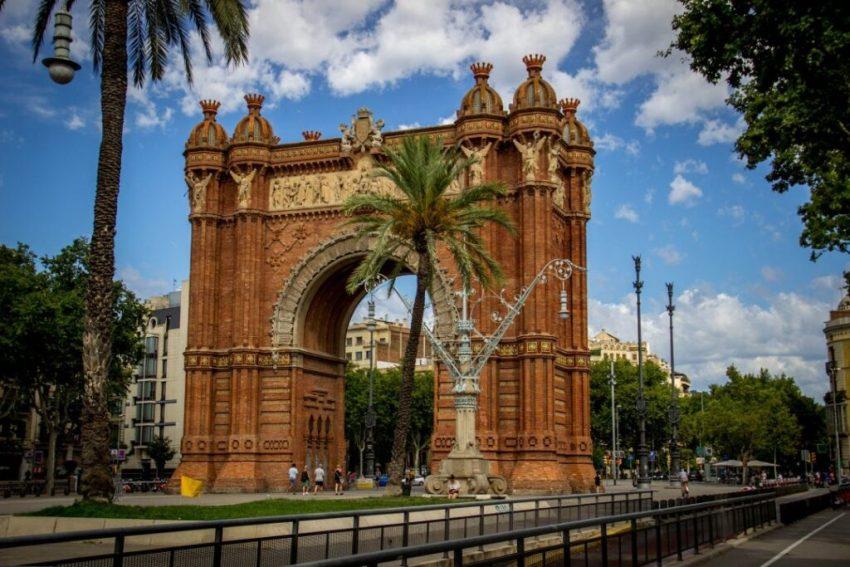 best-skate-spots-in-barcelona-arc-de-triomf