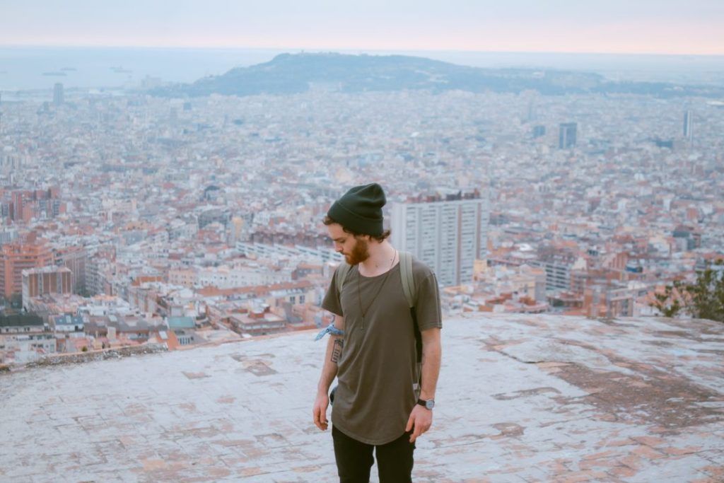 top-5-sights-in-barcelona-bunkers-del-carmel-man-viewpoint