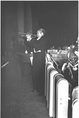Berigan solos in front of his band, early 1941.