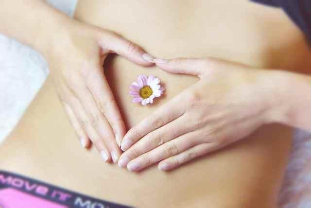https://pixabay.com/en/belly-heart-love-girl-relaxation-3186730/