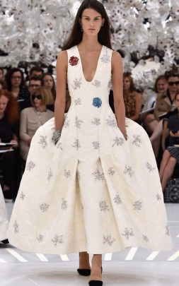 dior-paris-haute-couture-fashion-week-autumn-winter-2014-raf-simons-big-white-dress-pockets-embellished