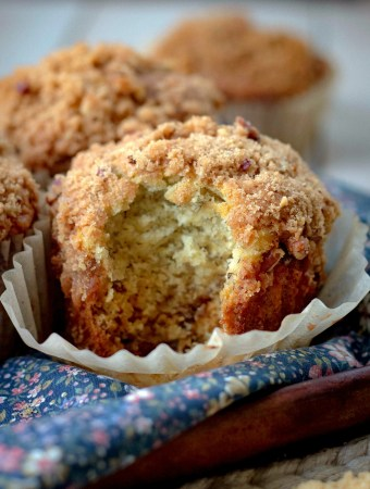 Banana Muffins with Crumb Topping