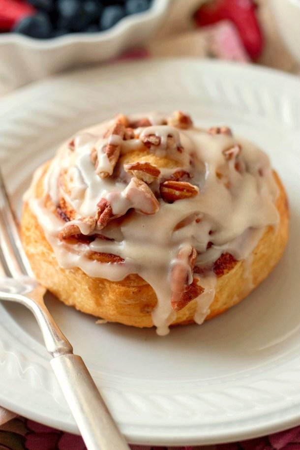 Easy Browned Butter Frosting Pecan Cinnamon Rolls