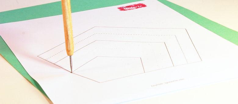 Ecken der Vorlage auf das Tonpapier übertragen