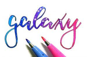 galaxy / Galaxie Lettering - Farbverlauf mit Pentel Sign Pens und Sterne mit GellyRoll
