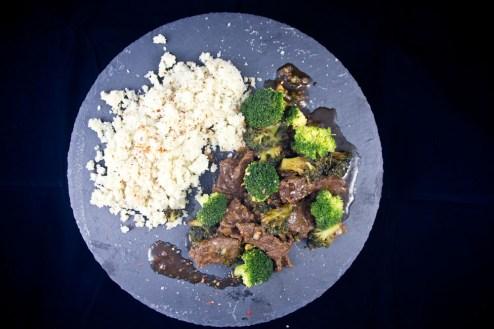 Rindfleisch mit Brokkoli und Karfiolreis
