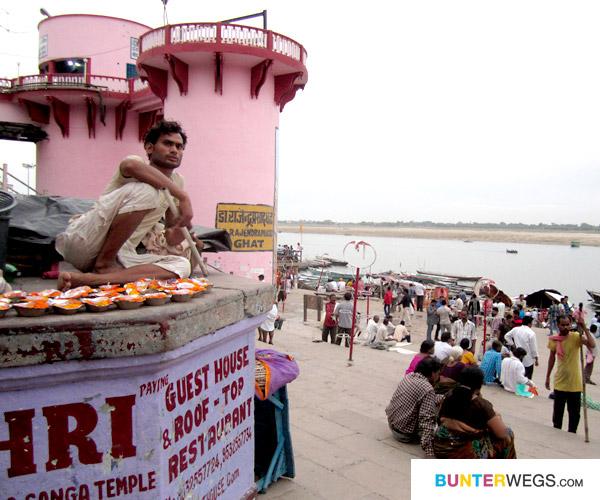 07_varanasi-indien-ganges-bunterwegs