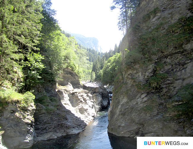 Zwischen der Viamala-Schlucht und Zillis auf der Via Spluga in Graubünden, Schweiz