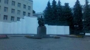Пам'ятник Ярославу Мудрому, тільки без макету Софії Київської.