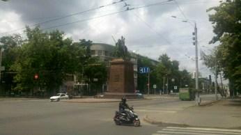 Не знаю кому пам'ятник.