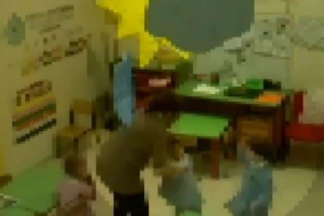Asilo degli orrori a Carapelle: schiaffi sulla testa e insulti ai bambini, indagate 4 maestre. IL VIDEO