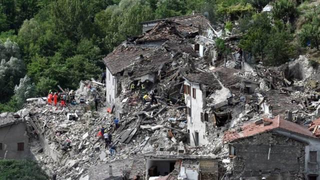 http://1www.ecestaticos.com/image/clipping/992/558/1837b69de335ce8e8411bdcb2395aa1f/los-telefonos-de-emergencias-para-los-afectados-por-el-terremoto-en-italia.jpg