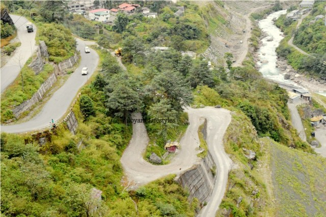 Hairpin bends on way to Lachen