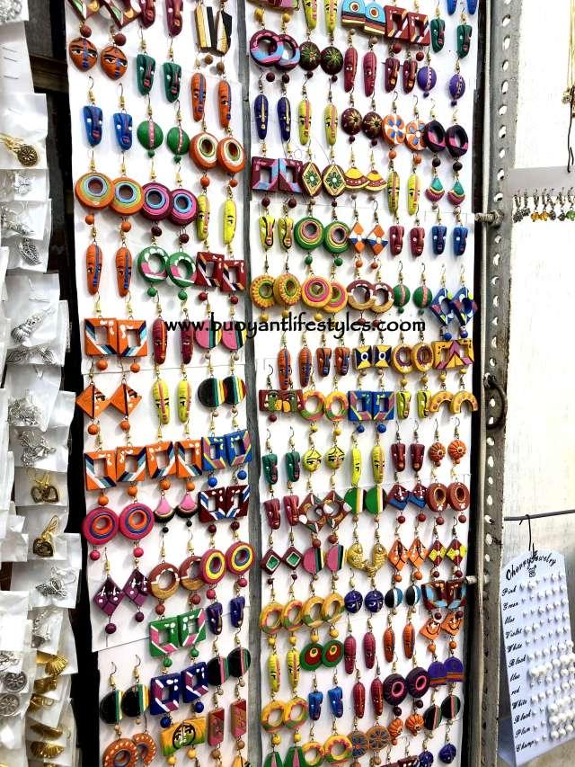 where to do shopping in Kolkata + shopping in kolkata + street markets in kolkata + kolkata shopping guide