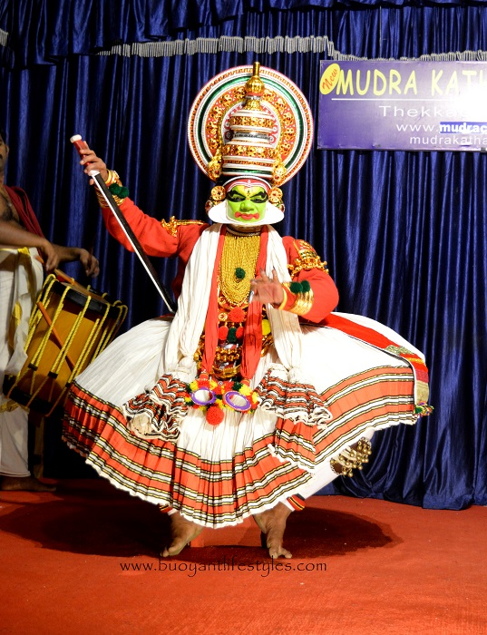 #kerala #kathakalidance +kathakali dance in kerala #kathakalidancefacts +southindiadanceforms +south indian dance forms