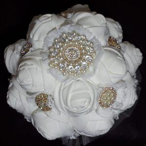 buque de noiva com flores de tecido