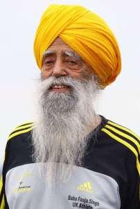 Fauja Singh BEM, Punjabi Hint asıllı İngiliz bir İngiliz asırlık maraton koşucusu. Çok sayıda yaş grubu parantez içinde bir dizi dünya rekoru kırdı, ancak zamanının hiçbiri kayıt olarak onaylanmadı.