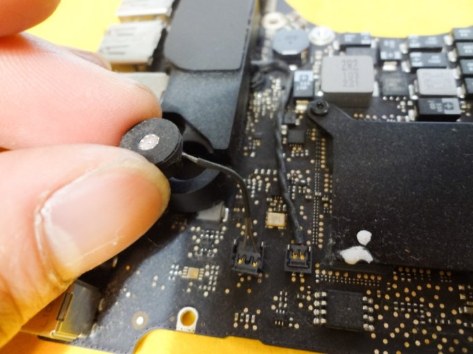 macbookpro-early2011-logic-board-malfunction-oven-heating-1DSC03921