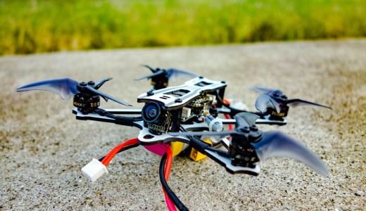 【Emax Tinyhawk Freestyle】1セルの飛びに驚き!1〜2セル仕様にXT30プラグを追加&バッテリーマウント位置を変更し不満点を改善!