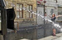 Taksim-Gezi-Parkı-Eylemci-Siyahlı-Kadın_Kate-Cullen_007