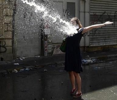 Taksim-Gezi-Parkı-Eylemci-Siyahlı-Kadın_Kate-Cullen_008