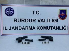Burdur'dan Antalya'ya kaçak silah getirmeye çalışırken jandarmaya yakalandı