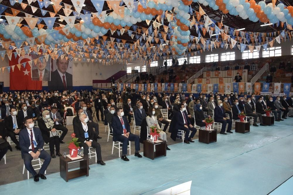 Burdur AK Parti 7. Olağan Kurulu'nda Mengi yeniden başkan seçildi
