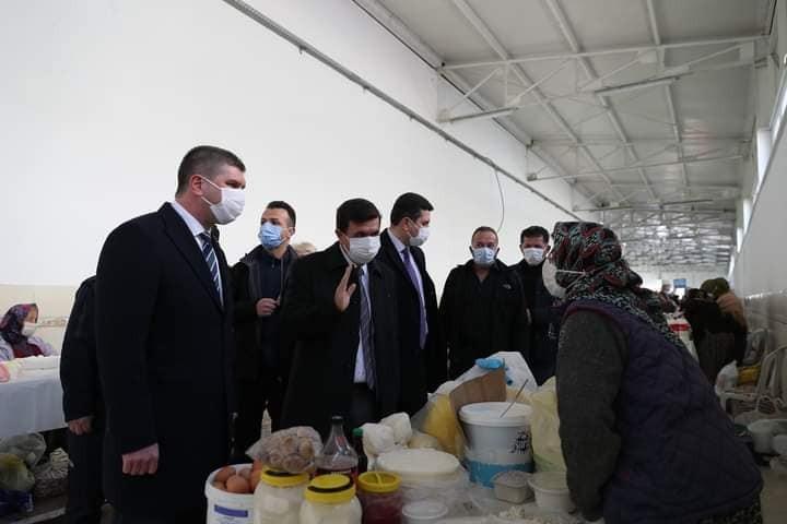 Çok yüksek riskli iller arasında bulunan Burdur'da yetkililer Salı Pazarı'nda denetim yaptı