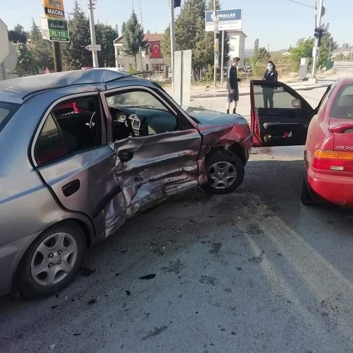 Burdur'da otomobiller çarpıştı: 1 yaralı