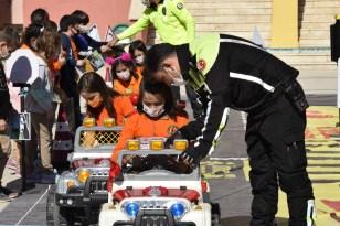 Mobil trafik eğitim tırı Burdur'da