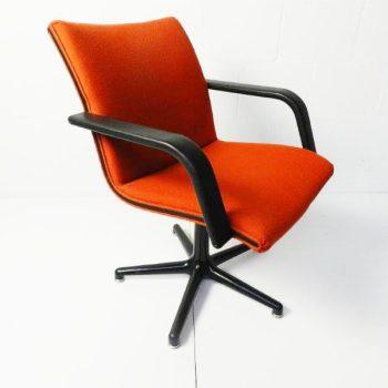 Rode vintage Artifort stoel by Geoffrey Harcourt