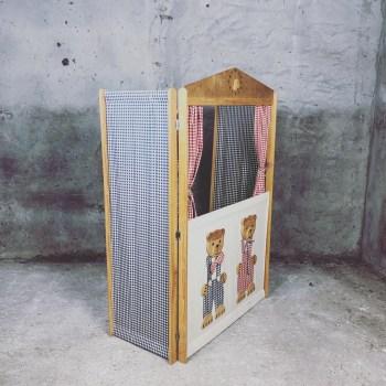 Unieke vintage poppenkast met geruite stofjes