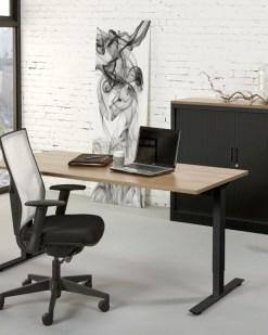Bureau Tie met zwart frame en eiken blad afmeting 160x80 cm