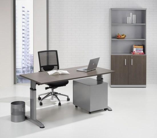 Work It Bureau met alu poten en Antraciet Eiken bureaublad. Bureaustoelen MKB