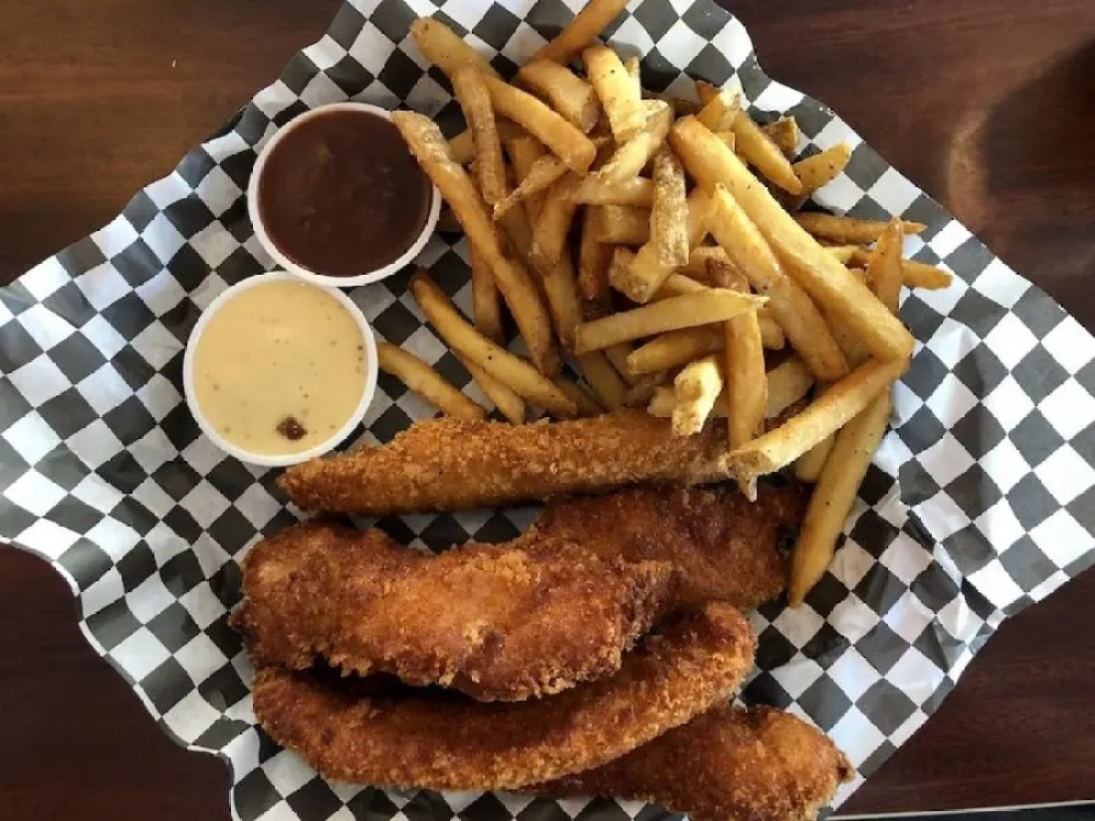 Gilbert's 17th Street Grill Chicken Tenders w/Fries