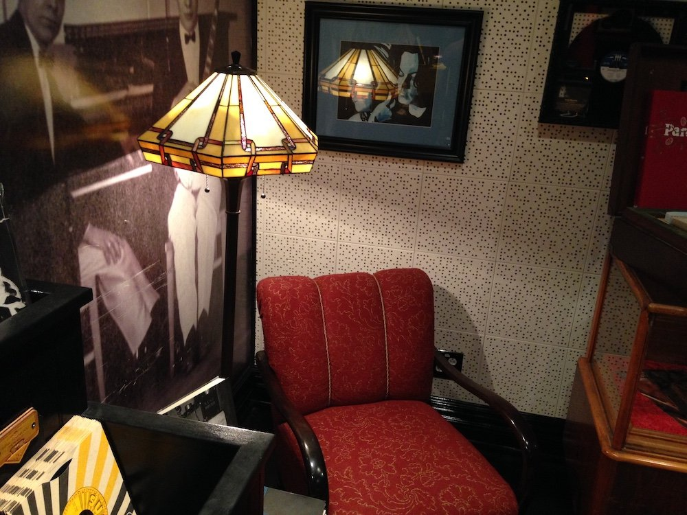 Comfy Chair with Lamp