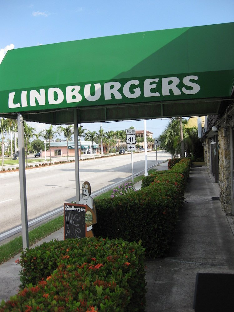 Lindburgers Sign in Naples