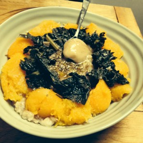 Oats with mango, kale and honey