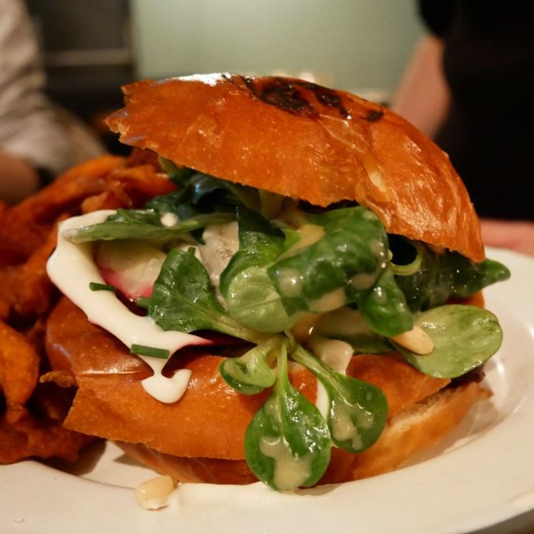 burger végétarien Atelier Saint-Georges