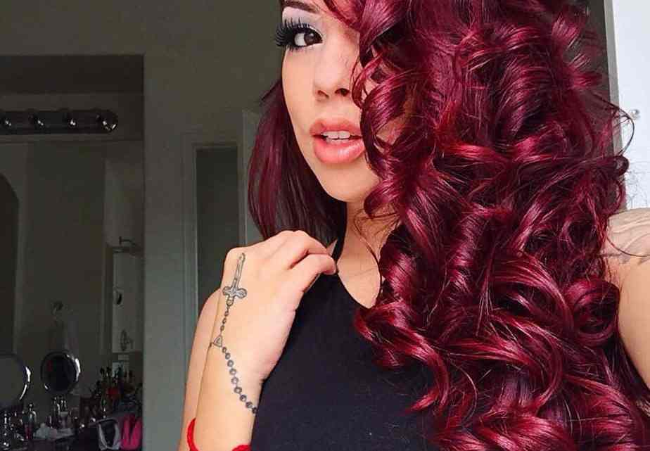 Power Hairstyles For Uncommon Female CEO: Burgundy To Red Hair Styles
