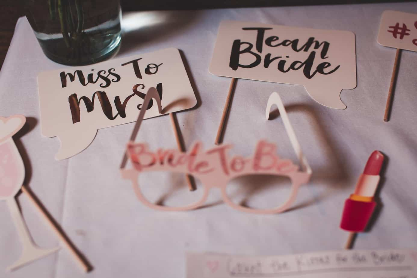 A Perfect Guide For Maid Of Honor To Plan The Best Burgundy Bridal Shower On A Very Minimal Budget  (2021)