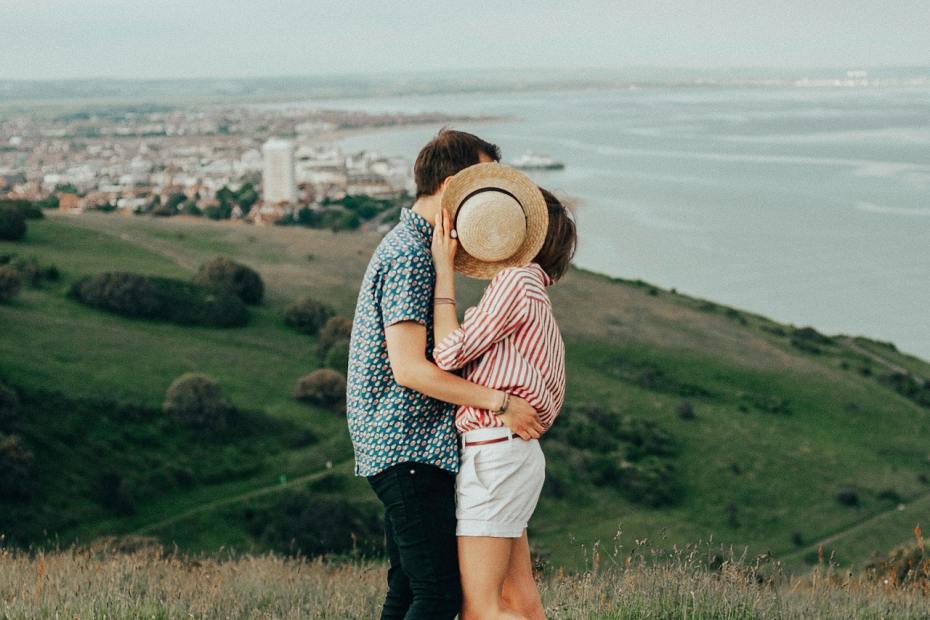 رجل برج الجوزاء والمرأة العذراء التوافق في الحب والسرير