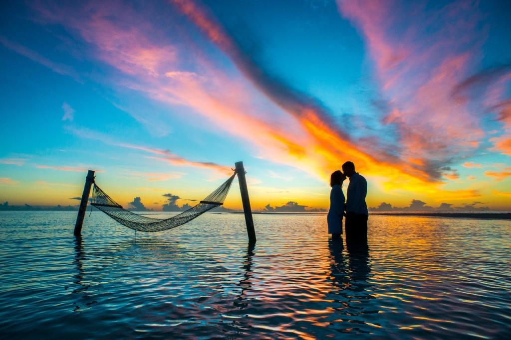 برج العذراء والثور أصدقاء وتوئم الروح علاقة حميمة قوية