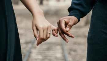 برج العذراء والدلو أصدقاء وتوأم الروح الحدس في أفضل حالاته