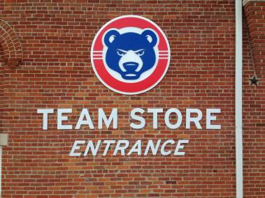 Stadium signs Cubs