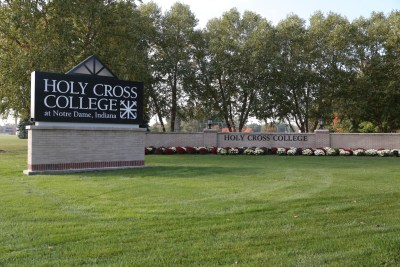 Holy-Cross-College-sign-30