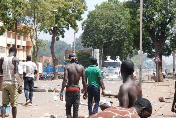 c Burkina Faso : «Ça passe ou ça casse» (Vidéo: «C'est devenu MAÏS ! »