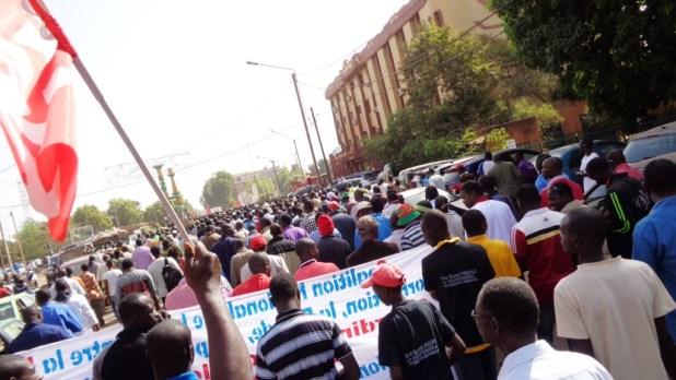 13 dec 2014 norbert Burkina Faso: La rue gronde à nouveau contre limpunité. Le premier ministre répond en promettant de punir tous les crimes de Compaoré