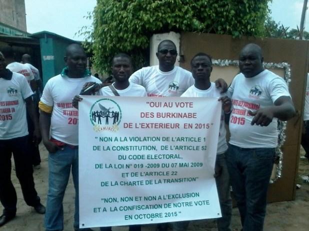 CI vote bbè étranger Auguste Denise Barry, le ministre Burkinabé de l'administration du territoire et de la décentralisation dans le gouvernement Zida, échappe à un lynchage au consulat du Burkina Faso à Abidjan